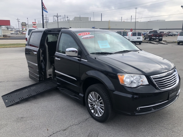2014 Chrysler Town & Country Touring w/ Braunability Manual Rear Entr, M20004, Photo 1