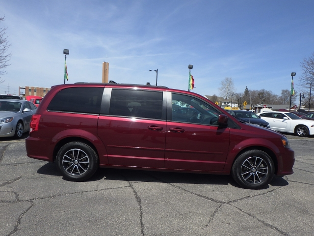 Used Dodge Caravan >> Used Dodge Minivans In South Bend Rb Car Company