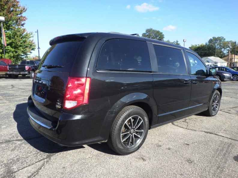Minivans For Sale >> Used Minivans For Sale In Elkhart In Rb Car Company