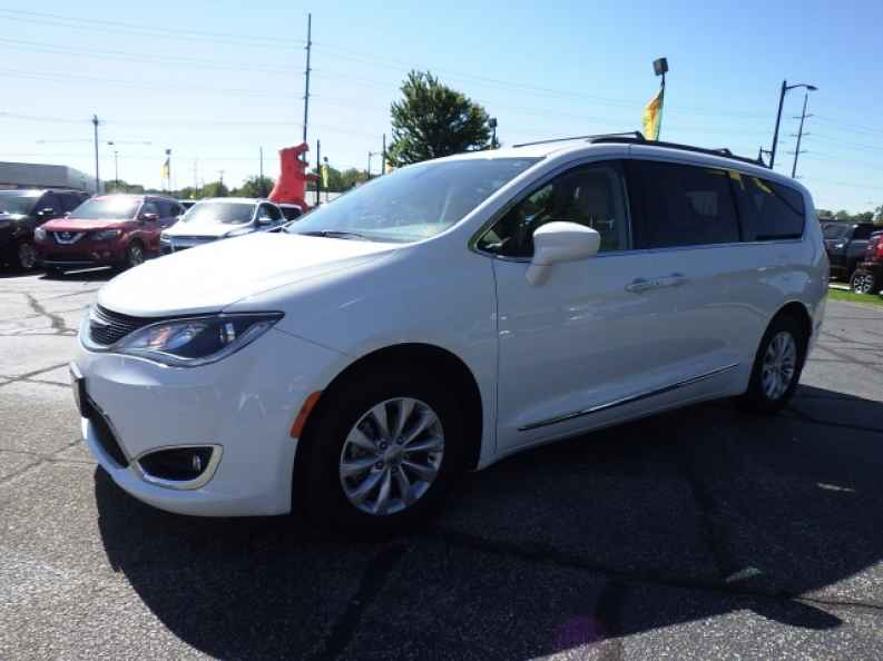Minivans For Sale Near Elkhart Indiana RB Car Company - Chrysler dealer near me