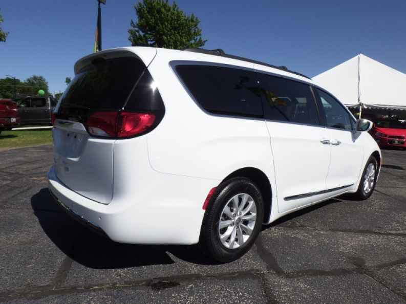 Minivan For Sale >> Used Minivans For Sale Near Me In Indiana Rb Car Company